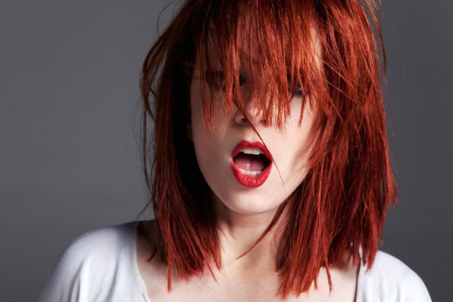 """""""People don't associate red hair, pale skin, and freckles with beauty."""" (T'inquiètes pas Shirley, nous on aime!)"""