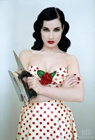 dita-von-teese-housewife-pale-pin-up-pin-up-polka-dots-Favim.com-53045
