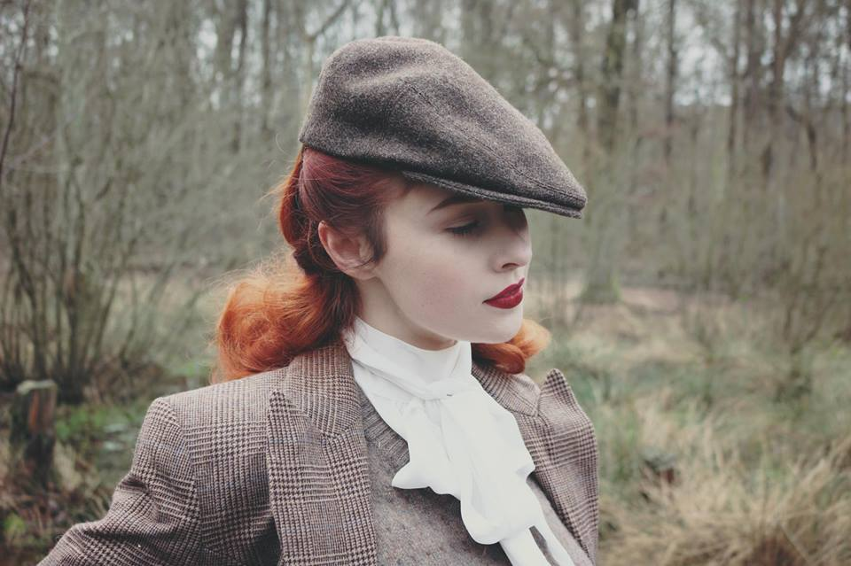 pin up rousse beret