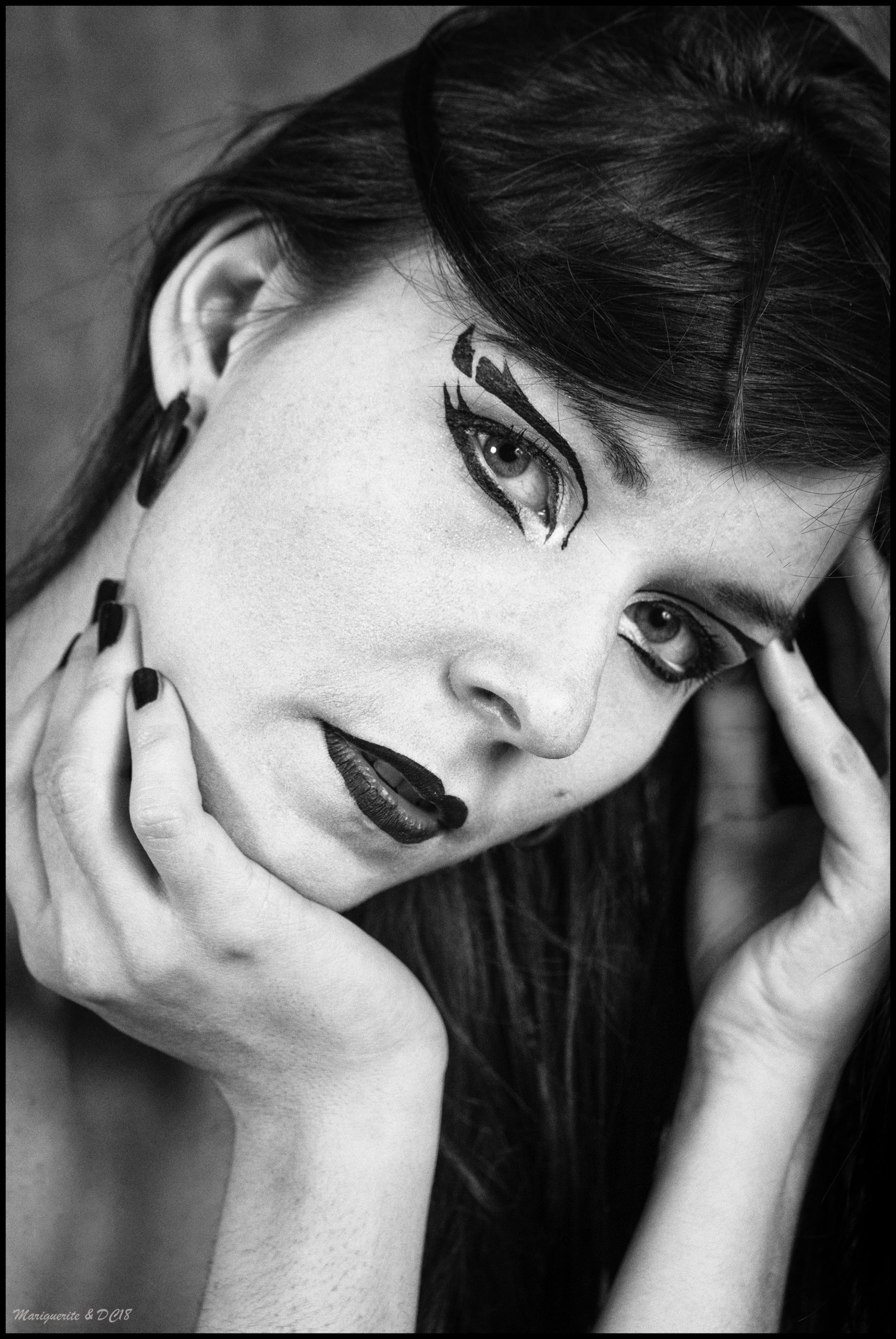 portrait maquillage transhumaniste post human noir et blanc